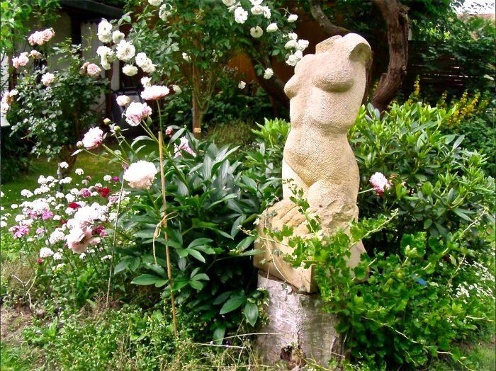 Weiblicher Torso(Sandstein-Skulptur)